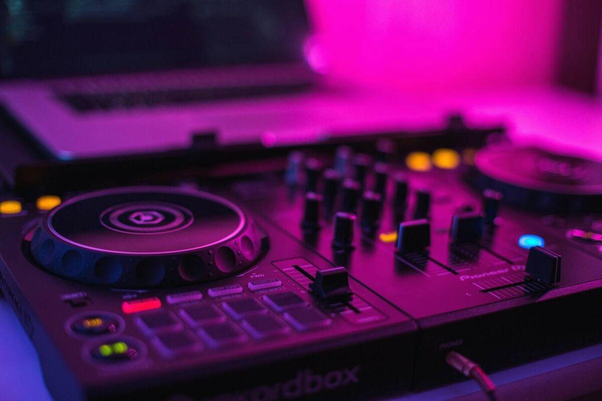 Spring Term 2021: PRIVATE LESSON w/ MATTHEW TALBOT - DJ Sound Mixing Level 1 & 2 (Grade 6-12)