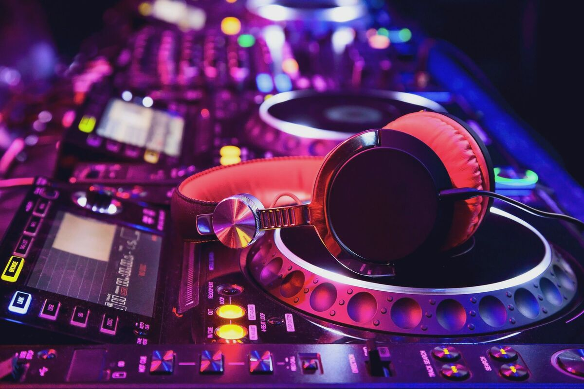 DJ & Sound Mixing Private Lessons (30mins) *Students must have Numark Controller & a Laptop*